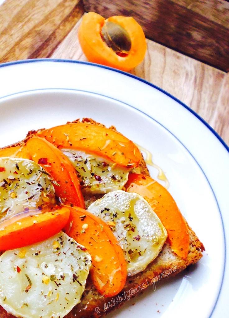 Ziegenkäse-Aprikosen Toast