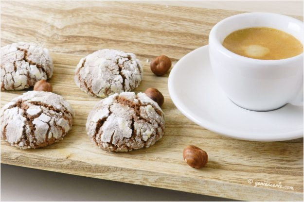 Haselnuss Schoko Crinkle Cookies