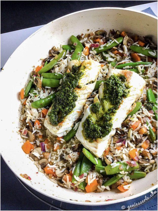 Fisch mit Pesto auf Gemüsereis
